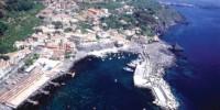 Vacanze in Sicilia ad Acireale: Terme, natura e storia. Itinerario di viaggio in Sicilia lungo la costa di Acireale