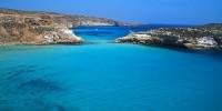 Guida viaggio Sicilia: vacanze al mare sull' isola di Lampedusa. Escursioni in barca, calette e spiagge