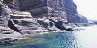 Sicilia - Vacanze al mare sull' isola di Linosa: la spiaggia di Cala Pozzolana e la spiaggia dei faraglioni