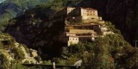 Guida vacanze in Valle d' Aosta: i castelli di Bard, Issogne e Verrès e le piste da sci a Champorcher