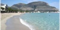 Guida vacanza a Mondello (Sicilia): cosa vedere, spiagge di Mondello e riserve naturali