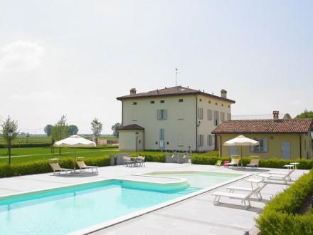 Emilia romagna bologna agriturismo con piscina la budriola a castello di argile io viaggi blog - Agriturismo rimini con piscina ...
