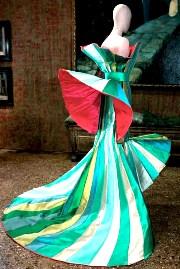 mostre-venezia-marzo-aprile-maggio-gli-abiti-scultura-di-roberto-capucci-in-mostra-al-palazzo-fortuny