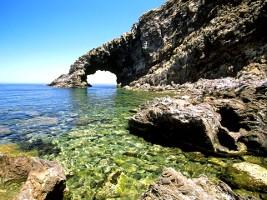 vacanze-in-sicilia-sull-isola-di-pantelleria-itinerario-di-viaggio-a-pantelleria-scauri-gadir-e-terme-naturali