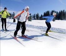 Vacanze in montagna sulla neve in Valle d Aosta sci di fondo sulla pista nel bosco di Sylvenoire a Cogne